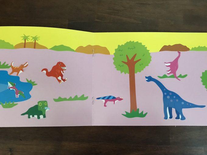 4歳児が貼ったダイソーのシールブック